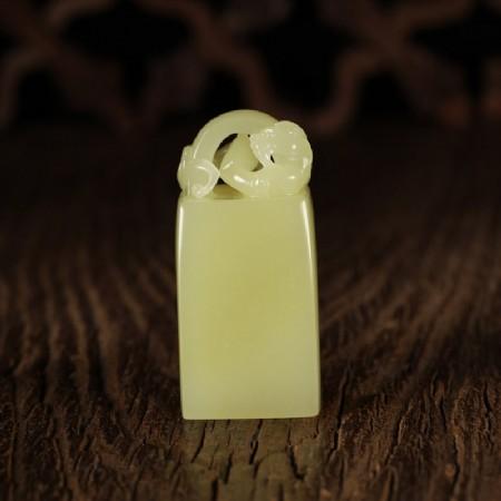 黄玉-螭龙印钮